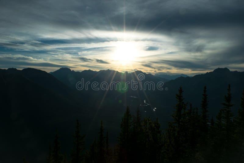 Ηλιοβασίλεμα βουνών Sulpher στοκ εικόνες