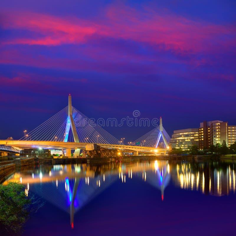 Ηλιοβασίλεμα γεφυρών της Βοστώνης Zakim στη Μασαχουσέτη στοκ φωτογραφία με δικαίωμα ελεύθερης χρήσης