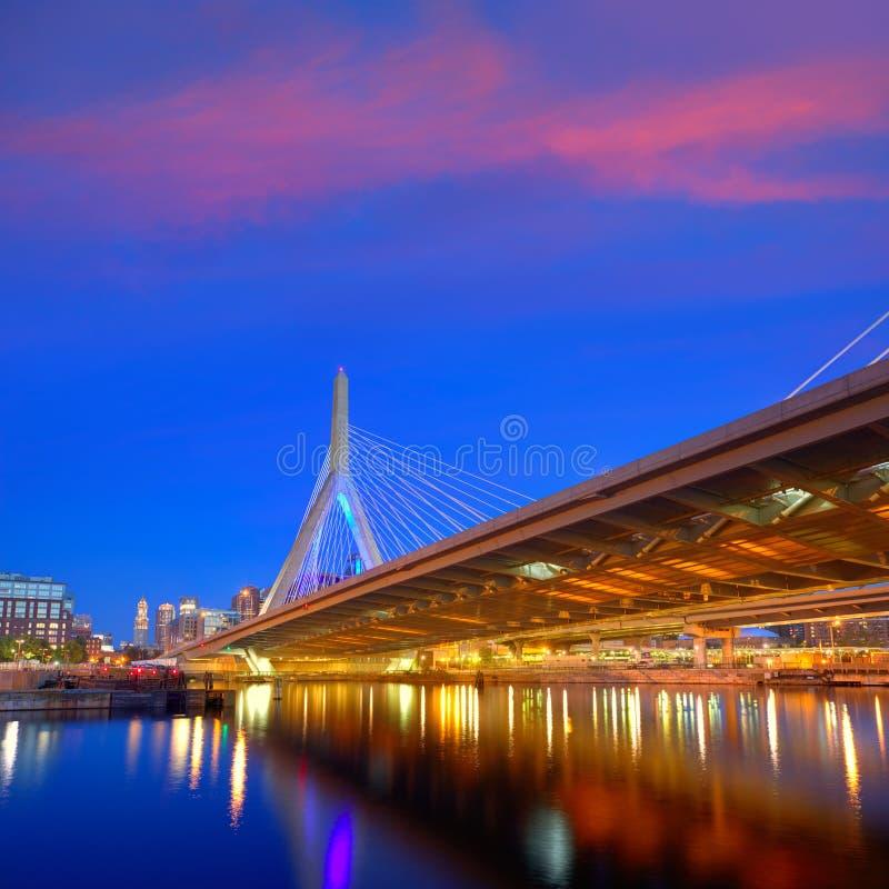 Ηλιοβασίλεμα γεφυρών της Βοστώνης Zakim στη Μασαχουσέτη στοκ φωτογραφίες με δικαίωμα ελεύθερης χρήσης