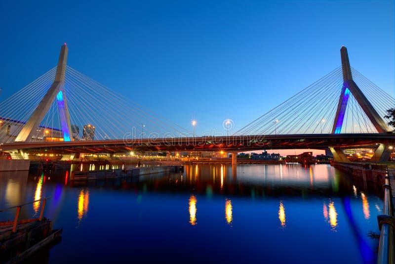 Ηλιοβασίλεμα γεφυρών της Βοστώνης Zakim στη Μασαχουσέτη στοκ εικόνες