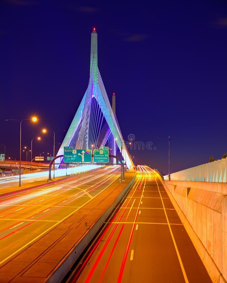 Ηλιοβασίλεμα γεφυρών της Βοστώνης Zakim στη Μασαχουσέτη στοκ εικόνα