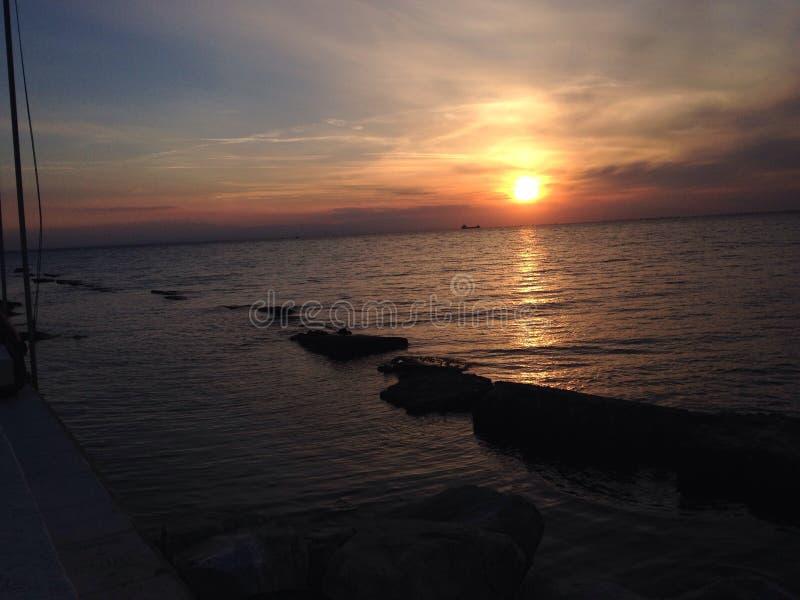 Ηλιοβασίλεμα θαλασσίως στοκ εικόνα με δικαίωμα ελεύθερης χρήσης