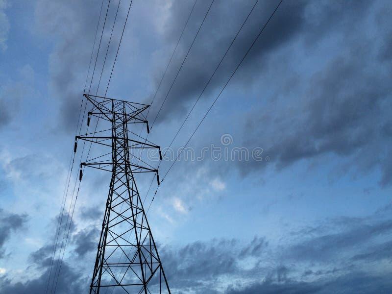 ηλιοβασίλεμα ισχύος γραμμών στοκ φωτογραφία