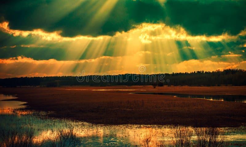 Ηλιοβασίλεμα και τομέας νερού στοκ εικόνα με δικαίωμα ελεύθερης χρήσης