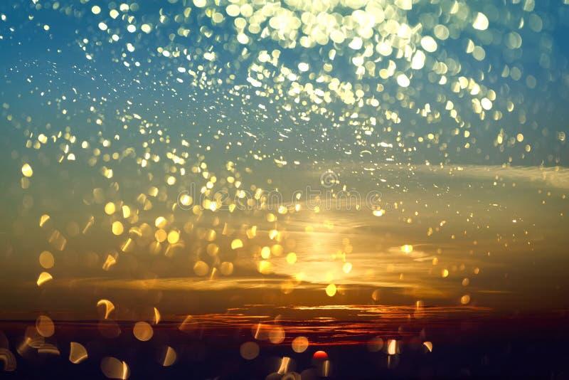 Ηλιοβασίλεμα και χρυσή επικάλυψη bokeh στοκ εικόνες με δικαίωμα ελεύθερης χρήσης