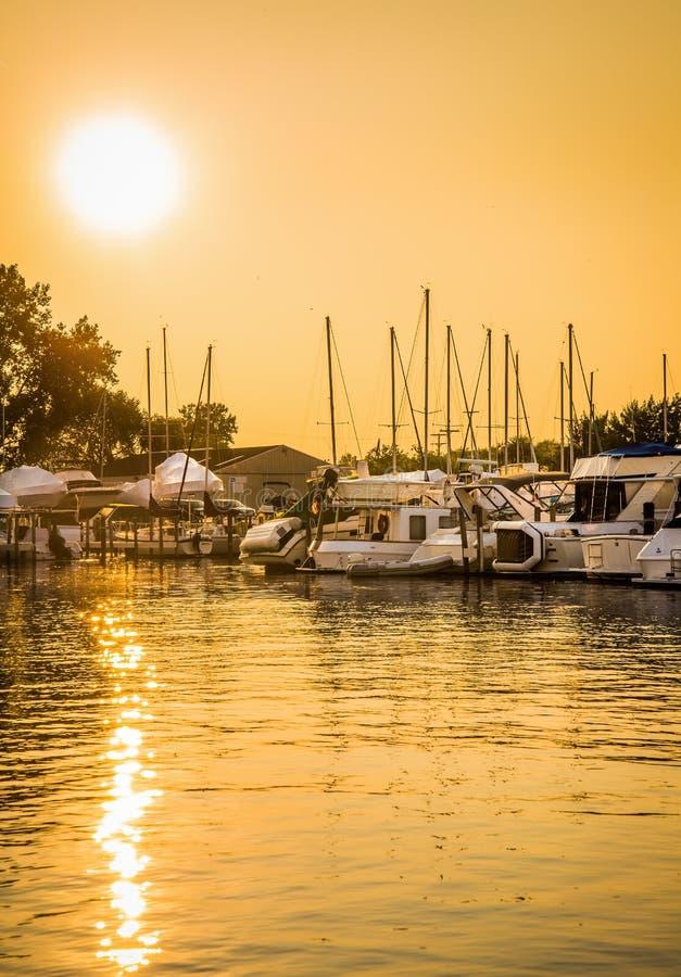 Ηλιοβασίλεμα μαρινών βαρκών στοκ εικόνες