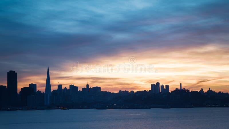 ηλιοβασίλεμα οριζόντων Francisco SAN στοκ εικόνα με δικαίωμα ελεύθερης χρήσης