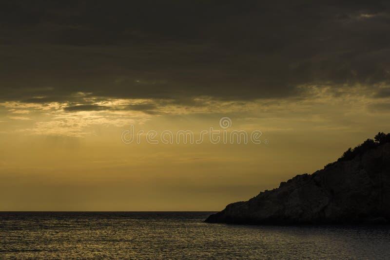 Ηλιοβασίλεμα πέρα από την παραλία του Πόρτο Katsiki - νησί της Λευκάδας, Ελλάδα στοκ εικόνες με δικαίωμα ελεύθερης χρήσης