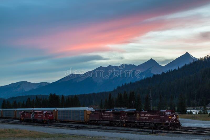 Ηλιοβασίλεμα πέρα από το Canadian Rockies στοκ εικόνες με δικαίωμα ελεύθερης χρήσης