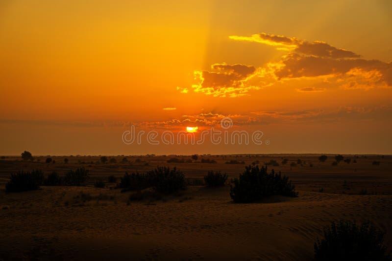 Ηλιοβασίλεμα πέρα από Thar την έρημο, Rajasthan, Ινδία στοκ εικόνες