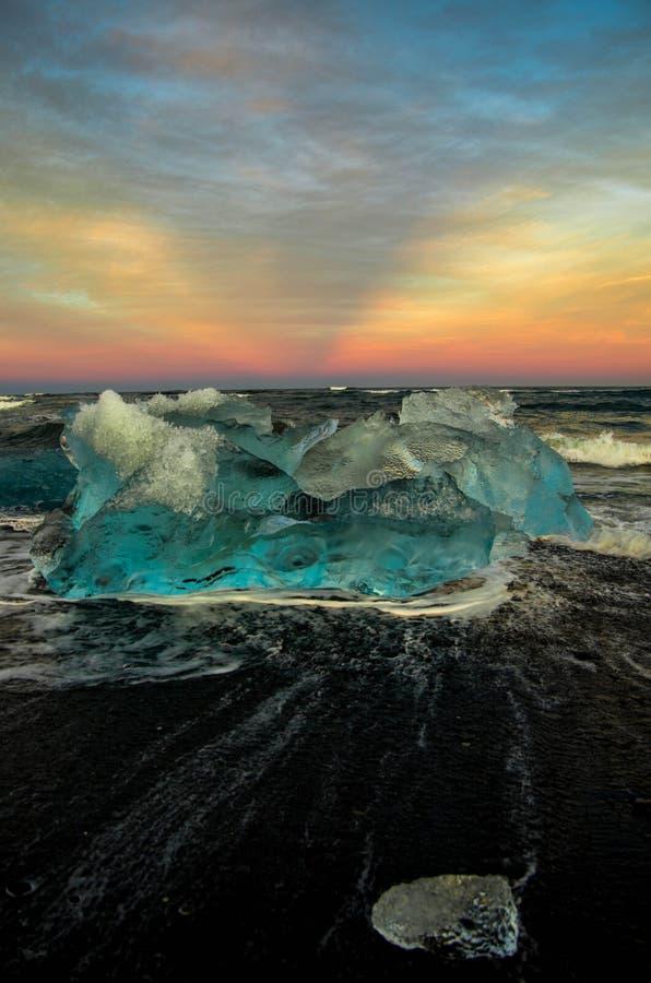 Ηλιοβασίλεμα παγόβουνων της Ισλανδίας στοκ εικόνες