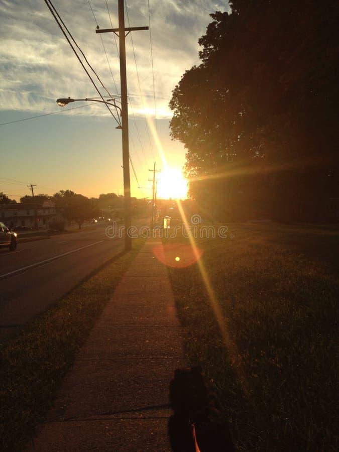ηλιοβασίλεμα περίπατων στοκ εικόνα με δικαίωμα ελεύθερης χρήσης