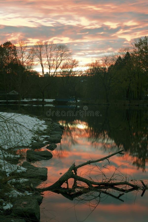 Ηλιοβασίλεμα ποταμών Van Cortlandt Park στο Bronx στοκ φωτογραφία με δικαίωμα ελεύθερης χρήσης