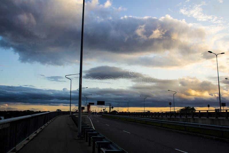 Ηλιοβασίλεμα πριν από τη θύελλα στοκ φωτογραφία με δικαίωμα ελεύθερης χρήσης