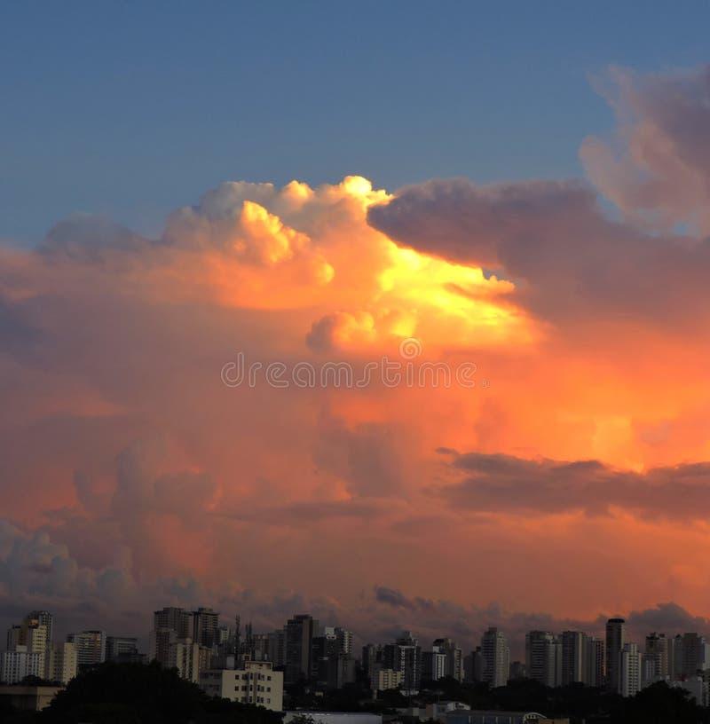 Ηλιοβασίλεμα - πόλη São Paulo στοκ εικόνες