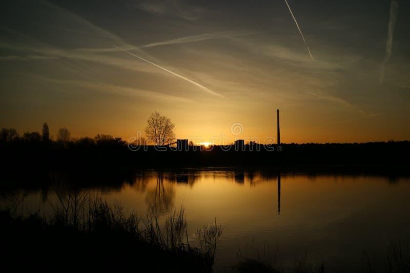 Ηλιοβασίλεμα σε μια θάλασσα στη Γερμανία στοκ φωτογραφία