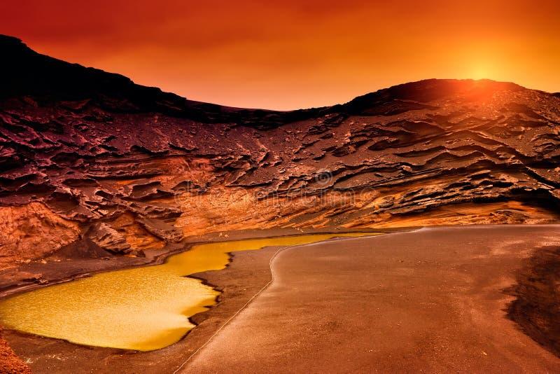 Ηλιοβασίλεμα σε Charco Verde, Lanzarote στοκ φωτογραφία