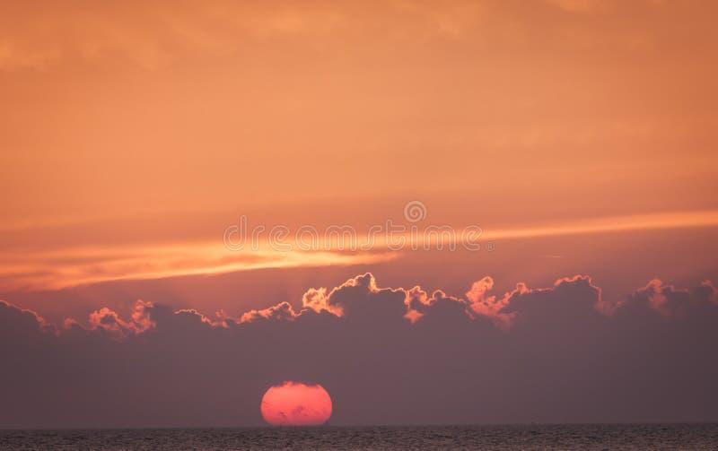 Ηλιοβασίλεμα σε Oresund στοκ φωτογραφία
