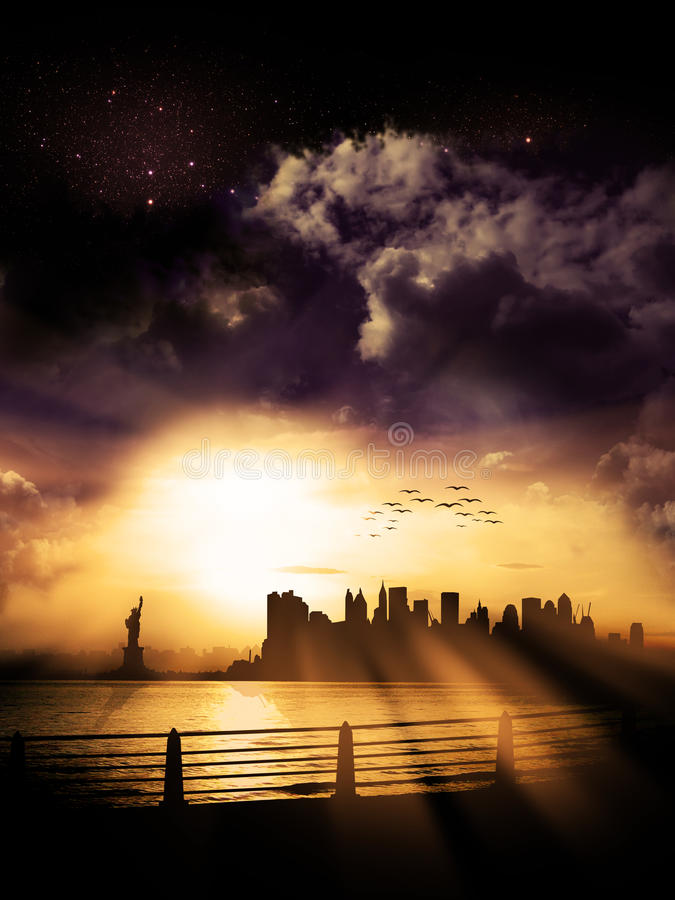 Ηλιοβασίλεμα σκιαγραφιών πόλεων της Νέας Υόρκης στοκ φωτογραφία