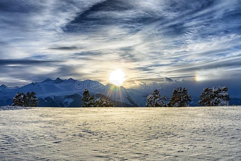 Ηλιοβασίλεμα στα βουνά στοκ εικόνα με δικαίωμα ελεύθερης χρήσης