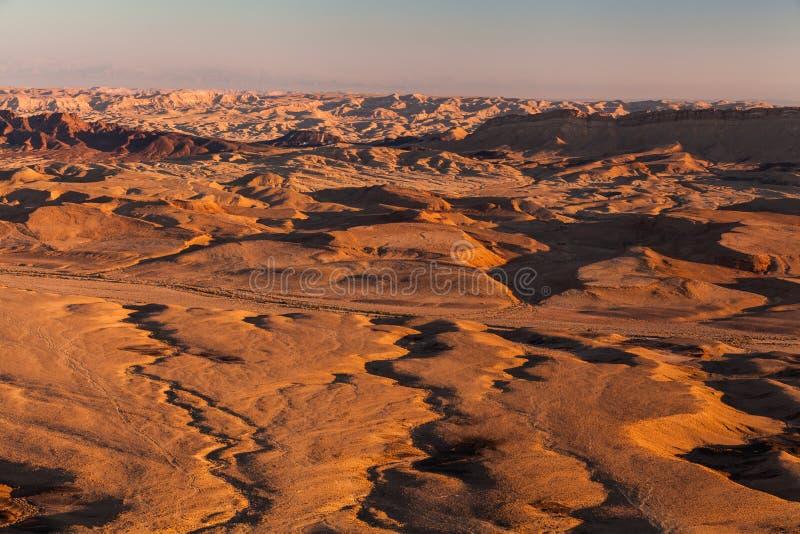 Ηλιοβασίλεμα στην έρημο Negev Κρατήρας του Ramon Makhtesh στοκ φωτογραφία με δικαίωμα ελεύθερης χρήσης