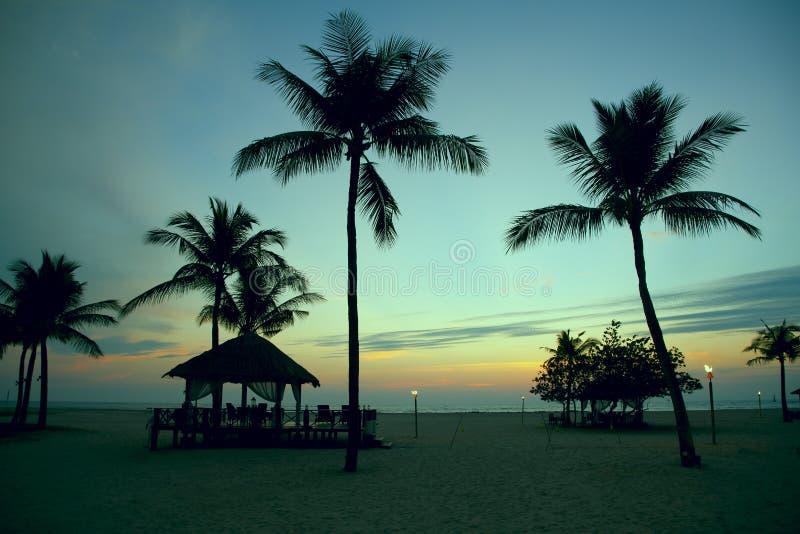 Ηλιοβασίλεμα στην παραλία στην Ινδονησία στοκ εικόνα με δικαίωμα ελεύθερης χρήσης