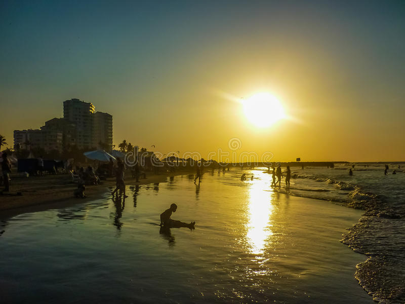 Ηλιοβασίλεμα στην παραλία στην Καρχηδόνα Κολομβία στοκ φωτογραφία με δικαίωμα ελεύθερης χρήσης