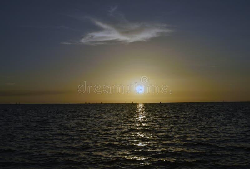 Ηλιοβασίλεμα στην παραλία του Hudson στοκ φωτογραφία