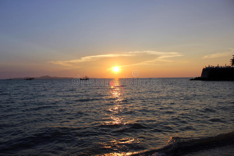 Ηλιοβασίλεμα στην παραλία στοκ εικόνα με δικαίωμα ελεύθερης χρήσης