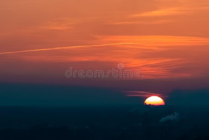 Ηλιοβασίλεμα στην πόλη της Ρήγας στοκ εικόνα με δικαίωμα ελεύθερης χρήσης