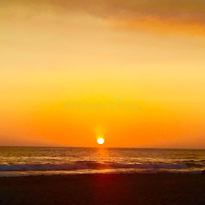 Ηλιοβασίλεμα στην ωκεάνια παραλία Σαν Ντιέγκο Ασβέστιο στοκ φωτογραφία