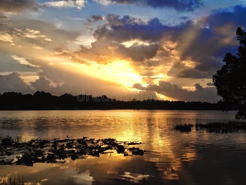 Ηλιοβασίλεμα στη λίμνη της Τουρκίας στοκ φωτογραφίες με δικαίωμα ελεύθερης χρήσης