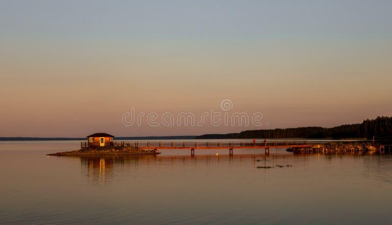 Ηλιοβασίλεμα στη λίμνη στοκ εικόνα με δικαίωμα ελεύθερης χρήσης