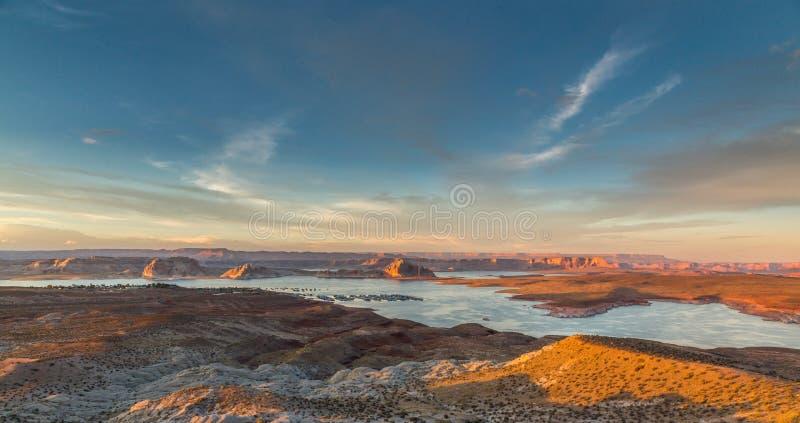 Ηλιοβασίλεμα στη λίμνη Powell (AZ) στοκ εικόνα