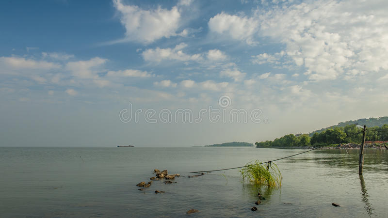 Ηλιοβασίλεμα στη λίμνη Tai στοκ εικόνες