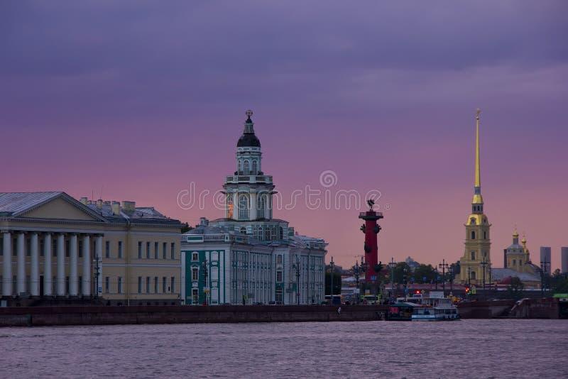 Ηλιοβασίλεμα στη Αγία Πετρούπολη, Ρωσία στοκ φωτογραφίες με δικαίωμα ελεύθερης χρήσης