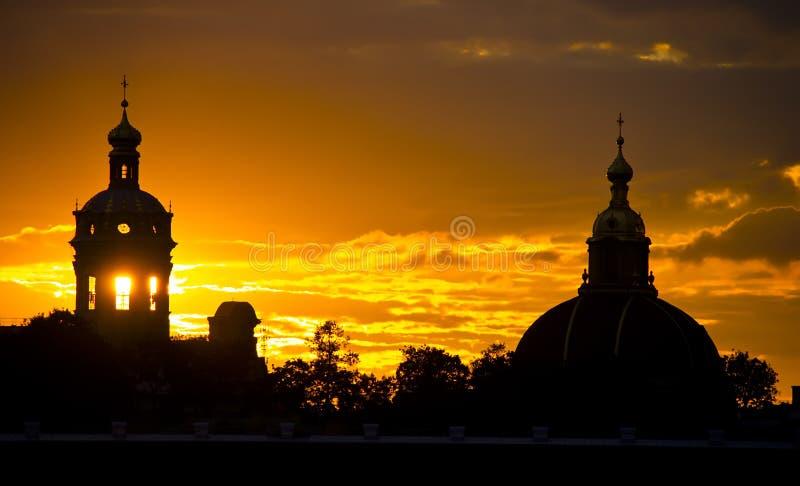 Ηλιοβασίλεμα στη Αγία Πετρούπολη, Ρωσία στοκ φωτογραφία με δικαίωμα ελεύθερης χρήσης