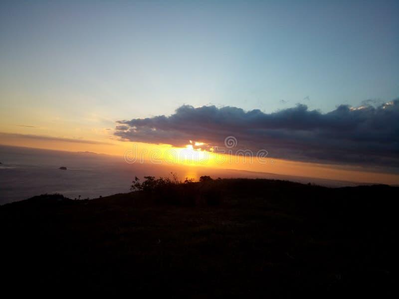 Ηλιοβασίλεμα στη θέα βουνού στοκ εικόνα με δικαίωμα ελεύθερης χρήσης