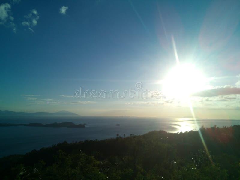 Ηλιοβασίλεμα στη θέα βουνού στοκ εικόνες