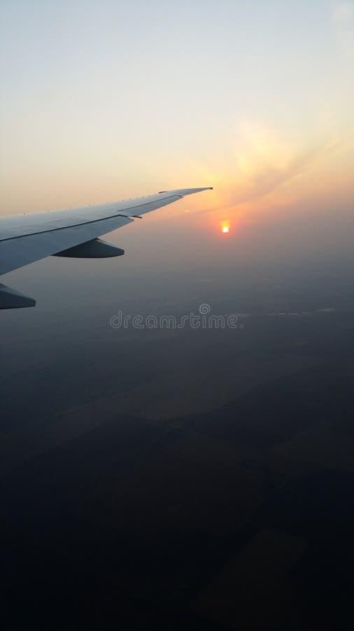 Ηλιοβασίλεμα στη Νότια Αφρική στην του δέλτα πτήση από τις ΗΠΑ στοκ εικόνα