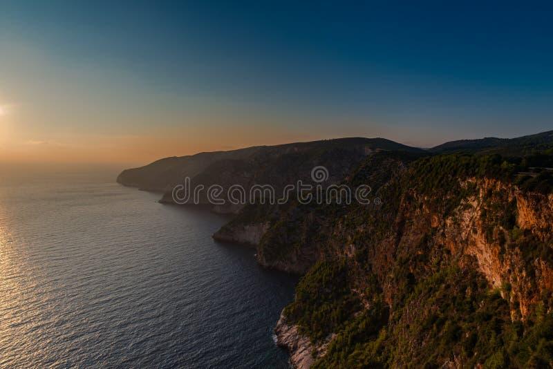 Ηλιοβασίλεμα στη mediteranean θάλασσα στοκ εικόνα
