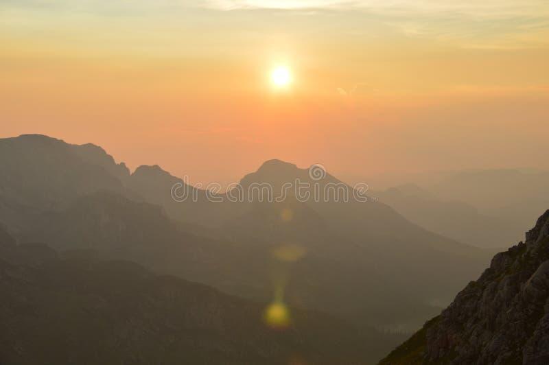 Ηλιοβασίλεμα στις Άλπεις & x28 Dinaric Βοσνία-Ερζεγοβίνη & x29  στοκ εικόνες με δικαίωμα ελεύθερης χρήσης