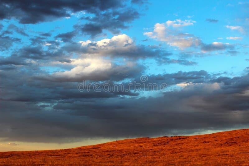 Ηλιοβασίλεμα στις ορεινές περιοχές ερήμων στοκ φωτογραφίες