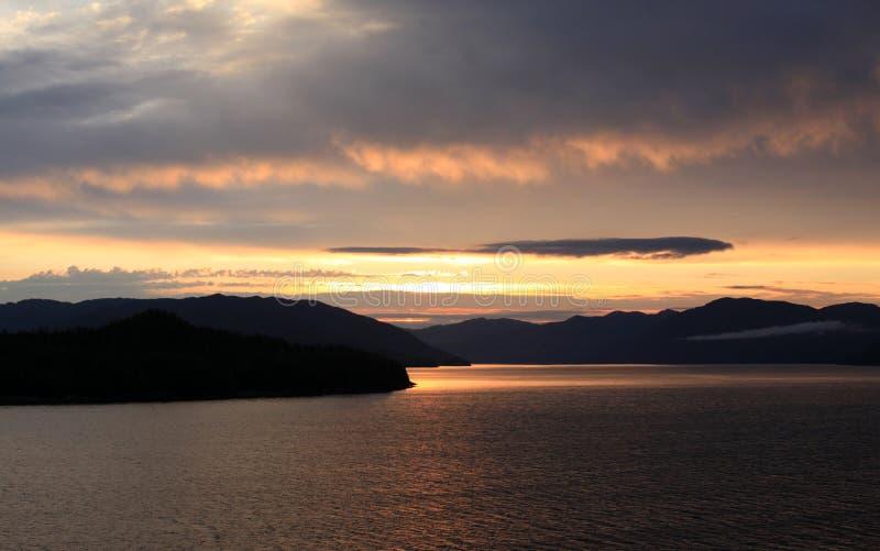Ηλιοβασίλεμα στον κόλπο Ketchikan στοκ εικόνα