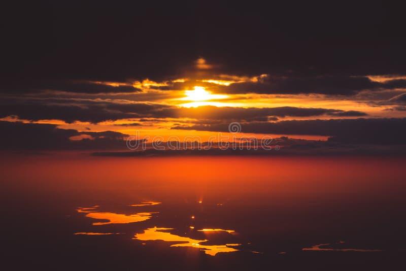 Ηλιοβασίλεμα στον ουρανό στοκ φωτογραφίες με δικαίωμα ελεύθερης χρήσης