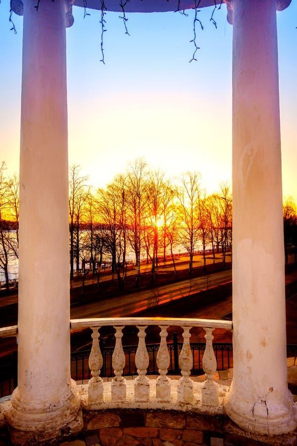 Ηλιοβασίλεμα στον ποταμό του Βόλγα στοκ φωτογραφίες