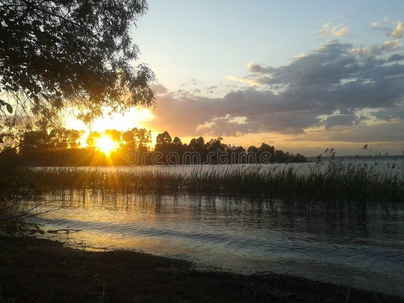 Ηλιοβασίλεμα στον ποταμό στοκ φωτογραφίες με δικαίωμα ελεύθερης χρήσης