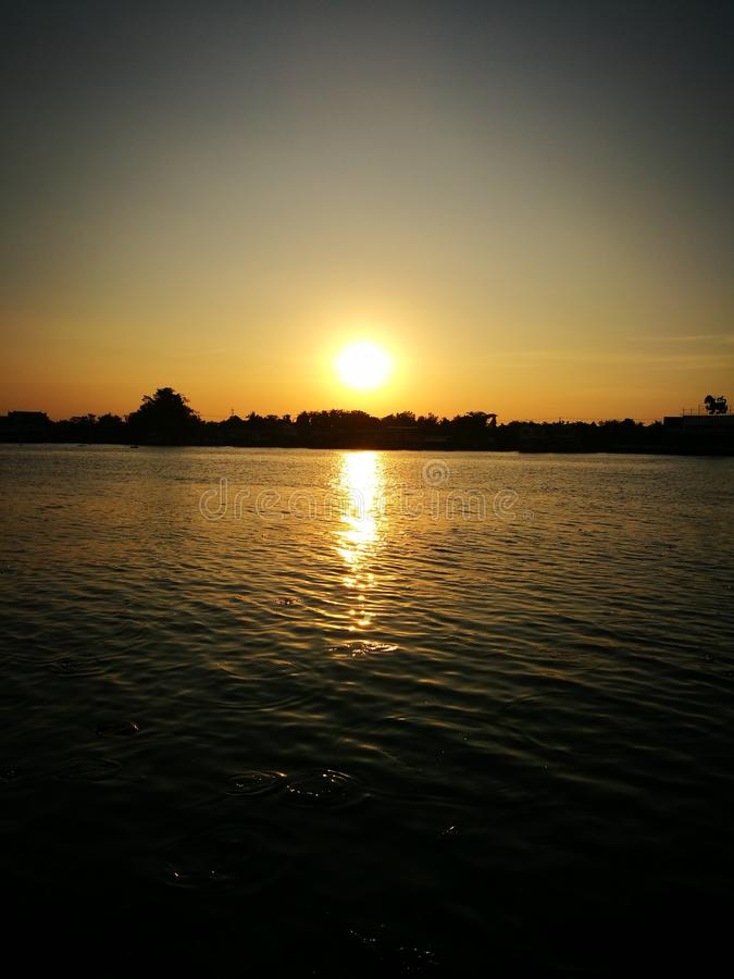 Ηλιοβασίλεμα στον ποταμό Chaopaya στοκ εικόνα με δικαίωμα ελεύθερης χρήσης