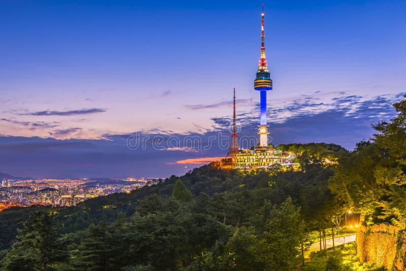Ηλιοβασίλεμα στον πύργο Namsan στη Σεούλ, Νότια Κορέα στοκ εικόνα με δικαίωμα ελεύθερης χρήσης