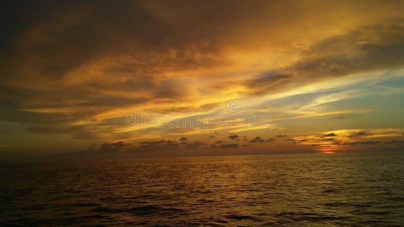 Ηλιοβασίλεμα στον ωκεανό στοκ εικόνες με δικαίωμα ελεύθερης χρήσης